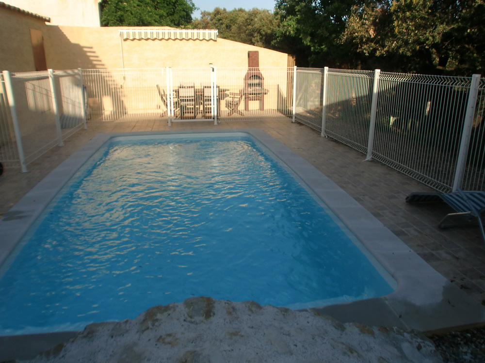 Gites chambres d 39 h tes locations de vacances gard for Sejour piscine privee