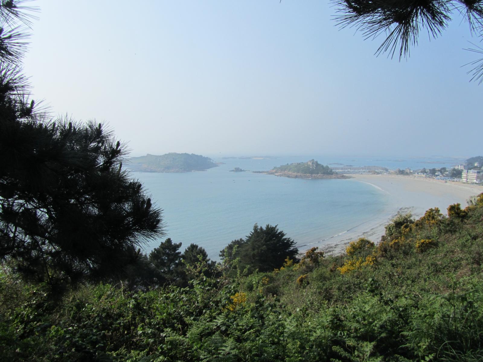 la plage deTrebeurden vue de la Pointe de Bihit