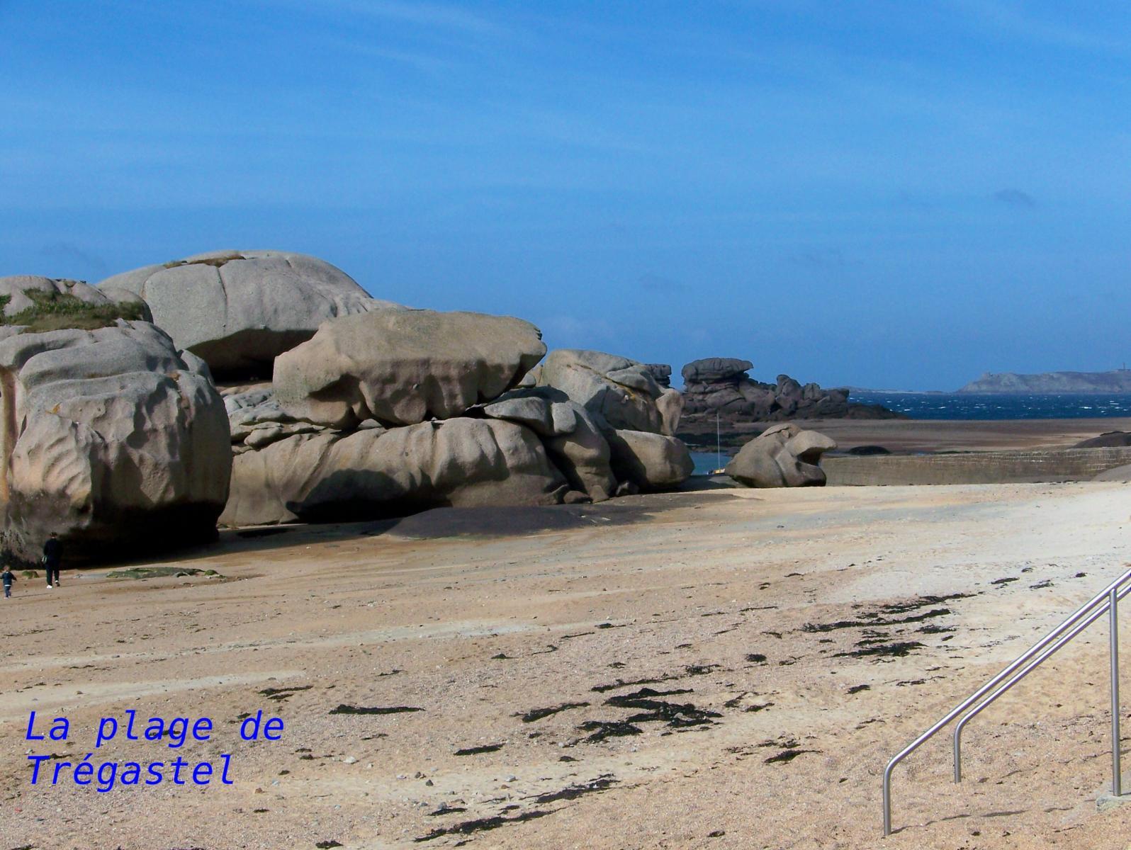 Tregastel - la plage et les rochers