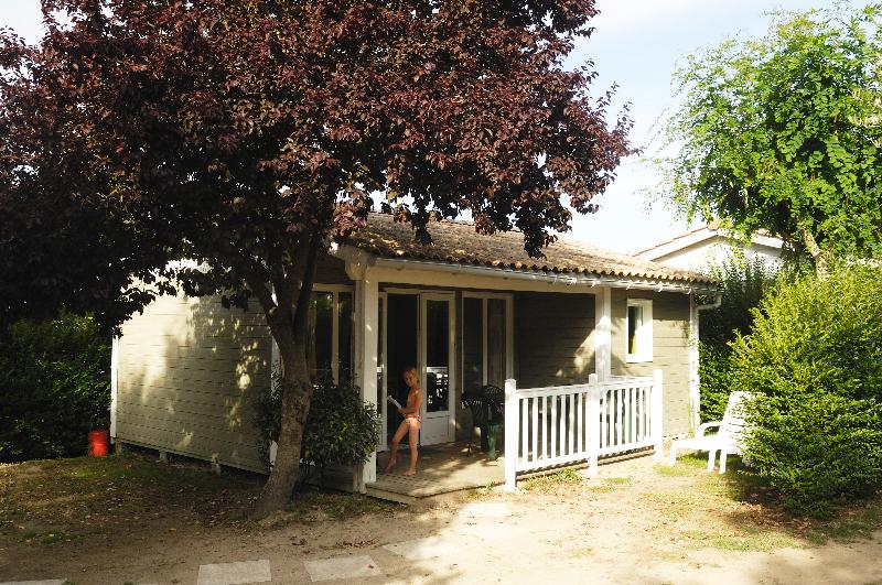 Camping l'Abri des Pins, bungalow 1