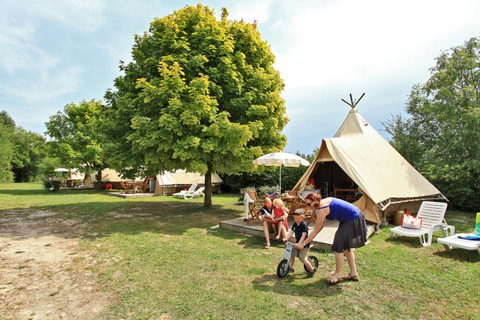 Tentes tipi au Castel Camping Le Petit Trianon