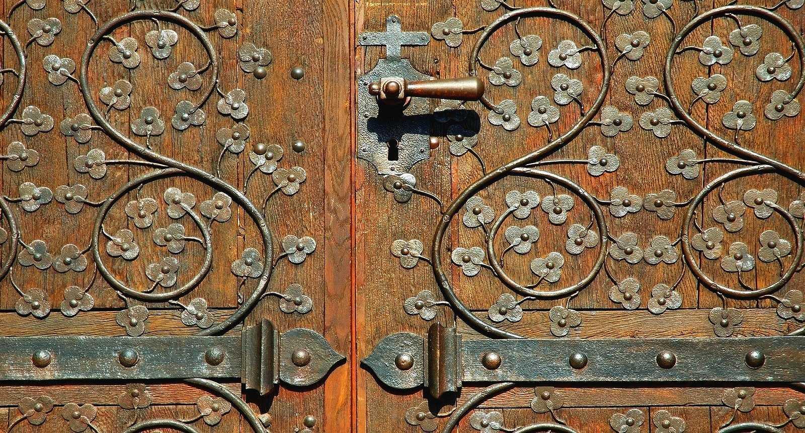 Porte de l'église d'Ensisheim
