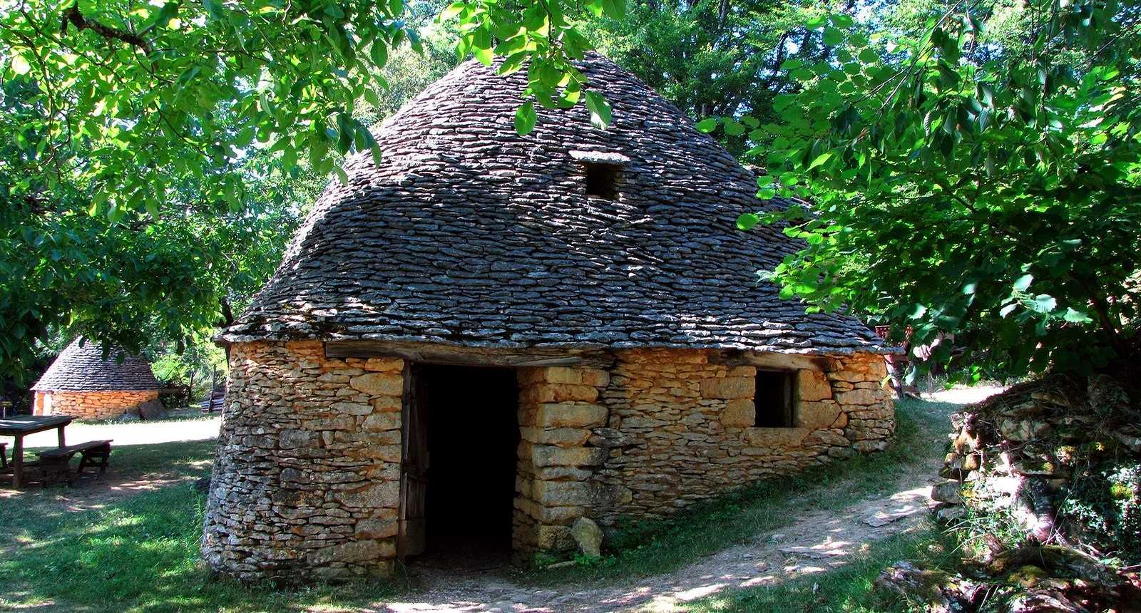 Les Cabanes du Breuil à Saint-André-d'Allas (1)