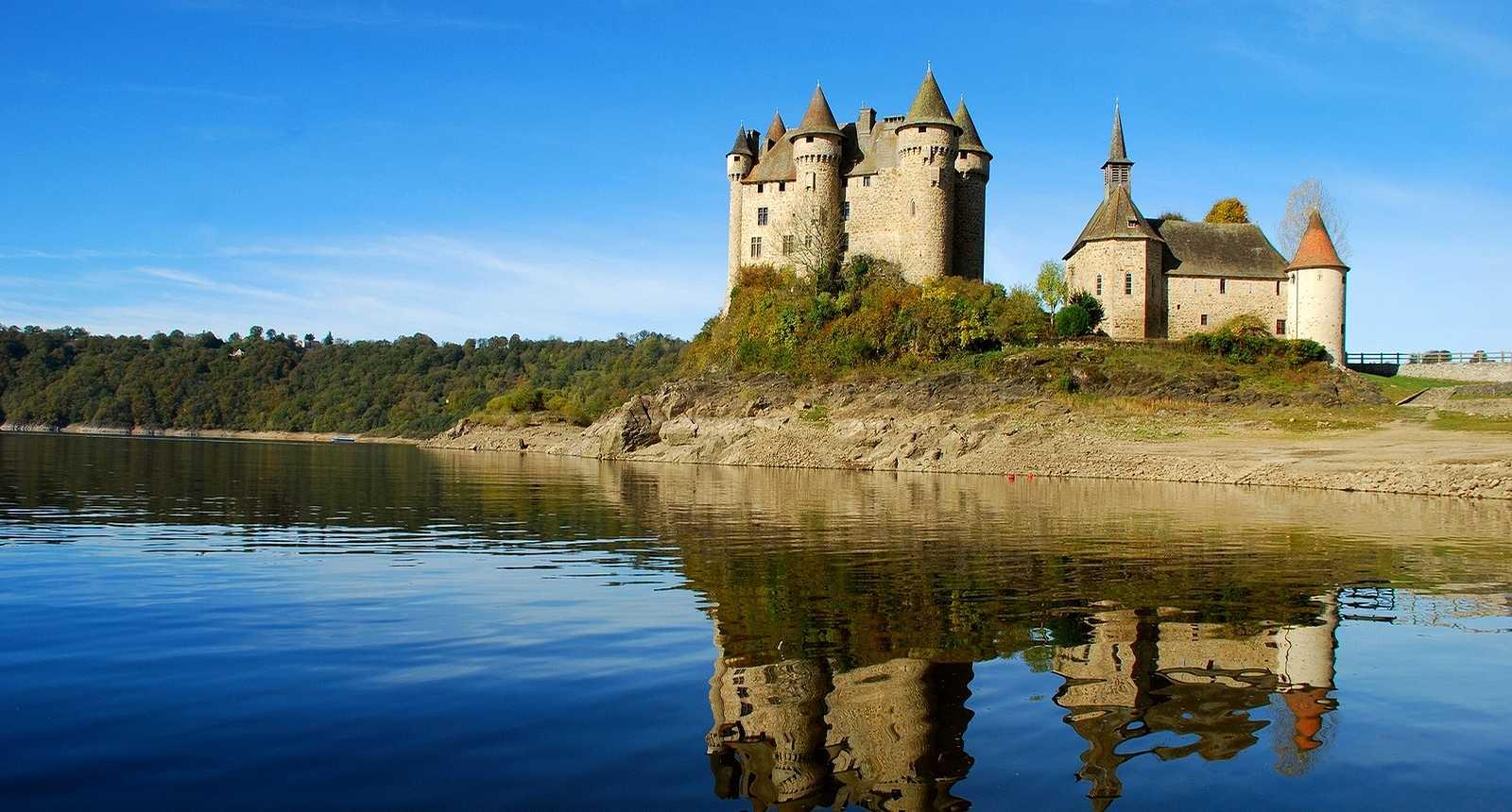 Le Château de Val à Lanobre