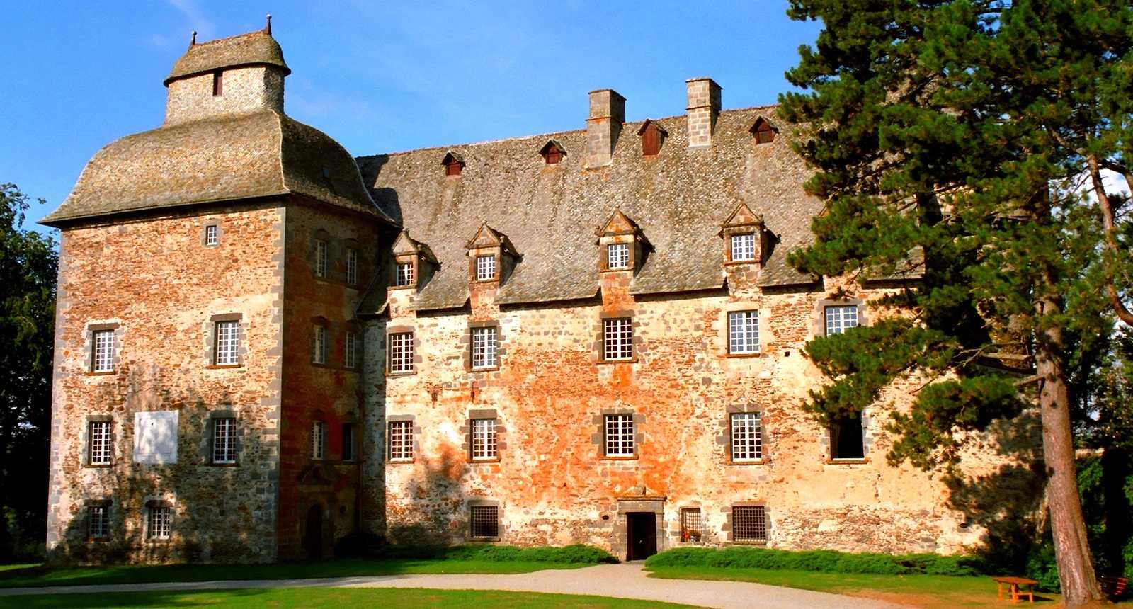 Le Château de Conros à Arpajon-sur-Cère