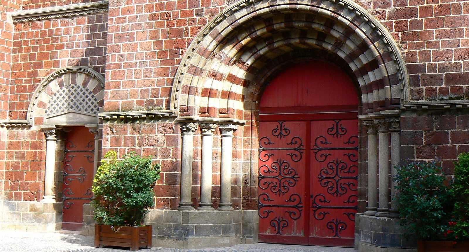 Portail de la Basilique Saint-Julien de Brioude