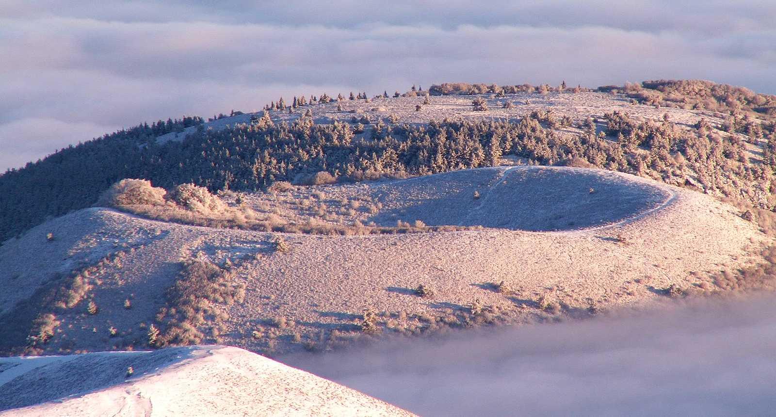 Les Monts Dôme enneigés
