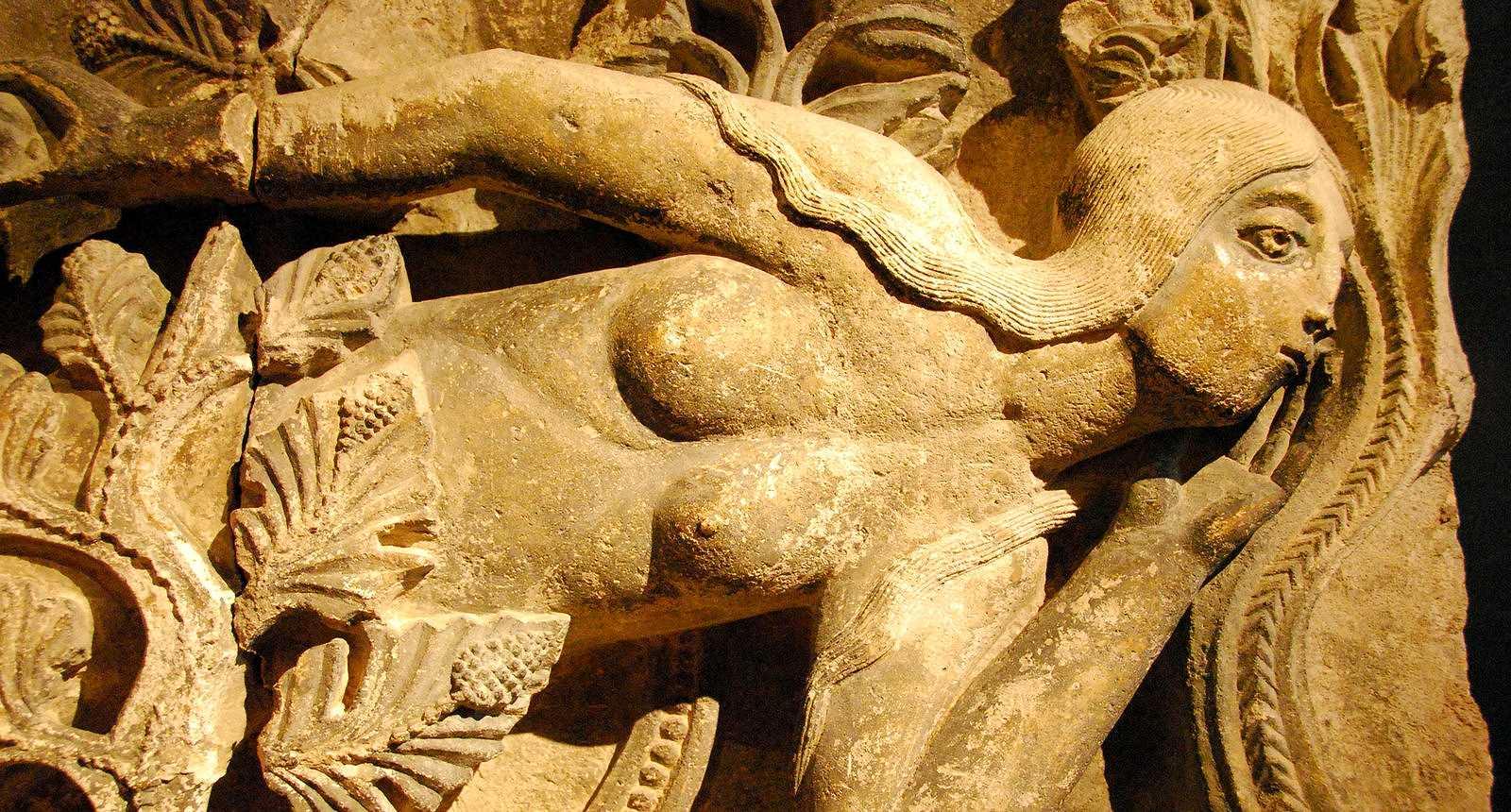 Eve, linteau sculpté, Musée Rolin d'Autun