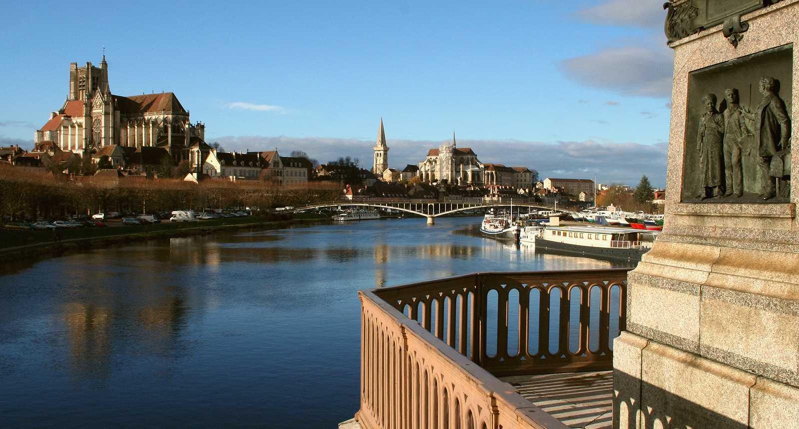 Villes remarquables et beaux villages de france yonne 89 for Piscine auxerre