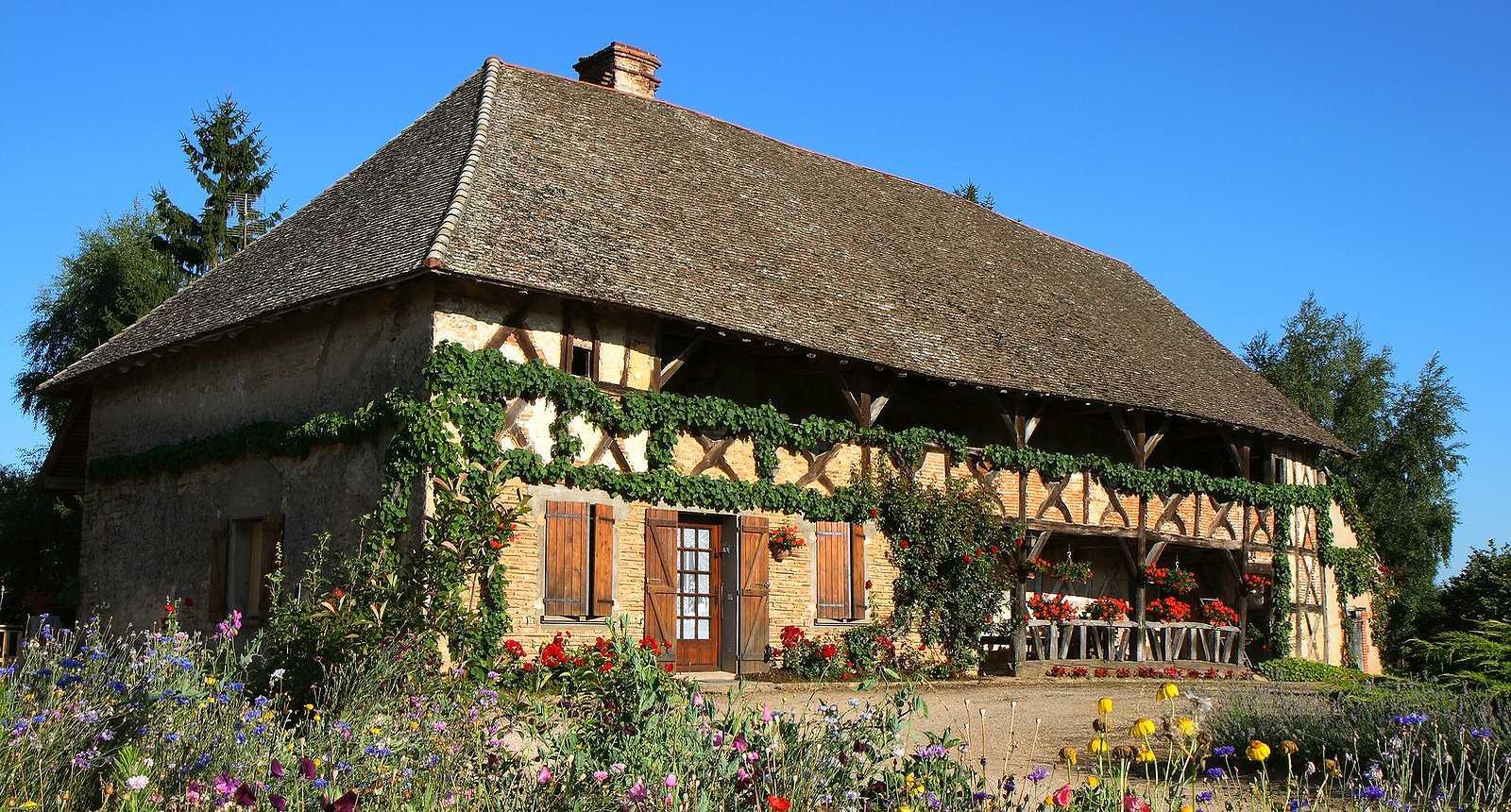 Photo maison bressanne typique baudri res 426 for Maison de la literie beziers