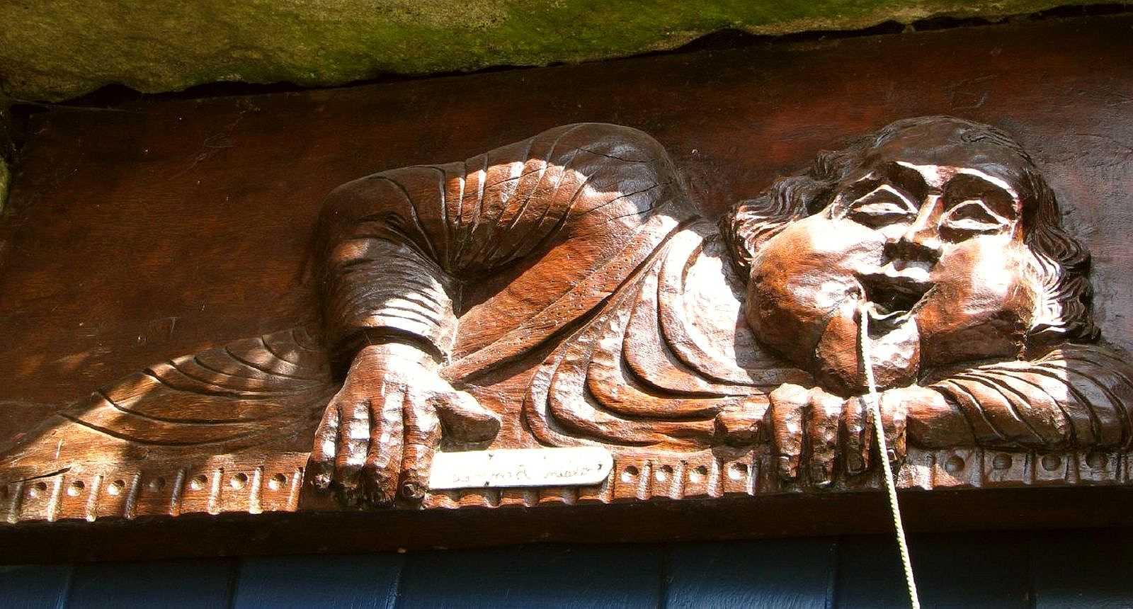 Porte sculptée à Rochefort-en-Terre