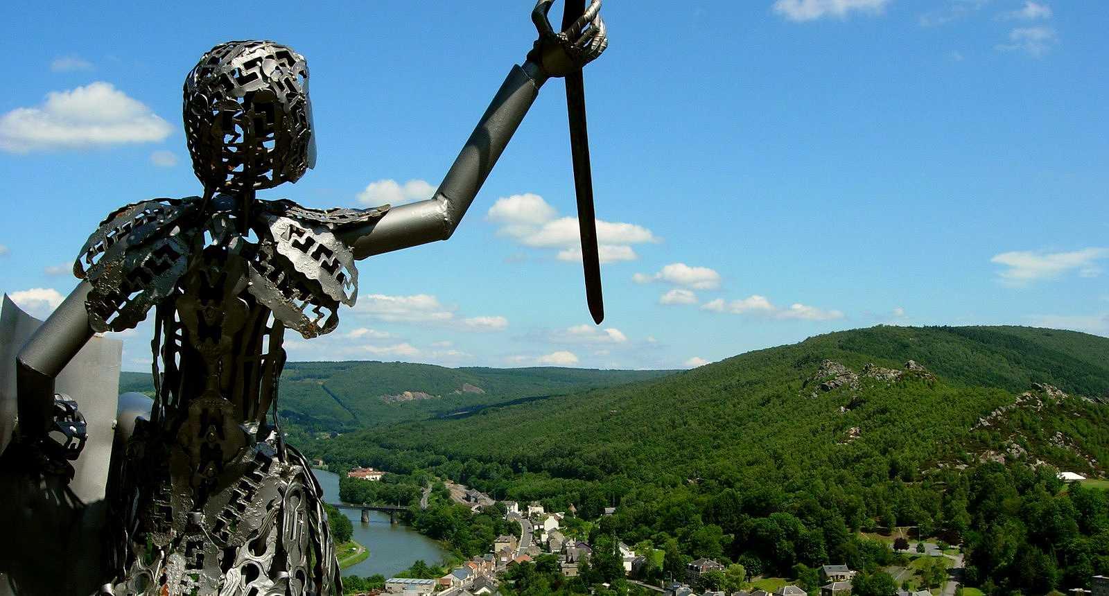 Le Chevalier Dardennor à Bogny-sur-Meuse