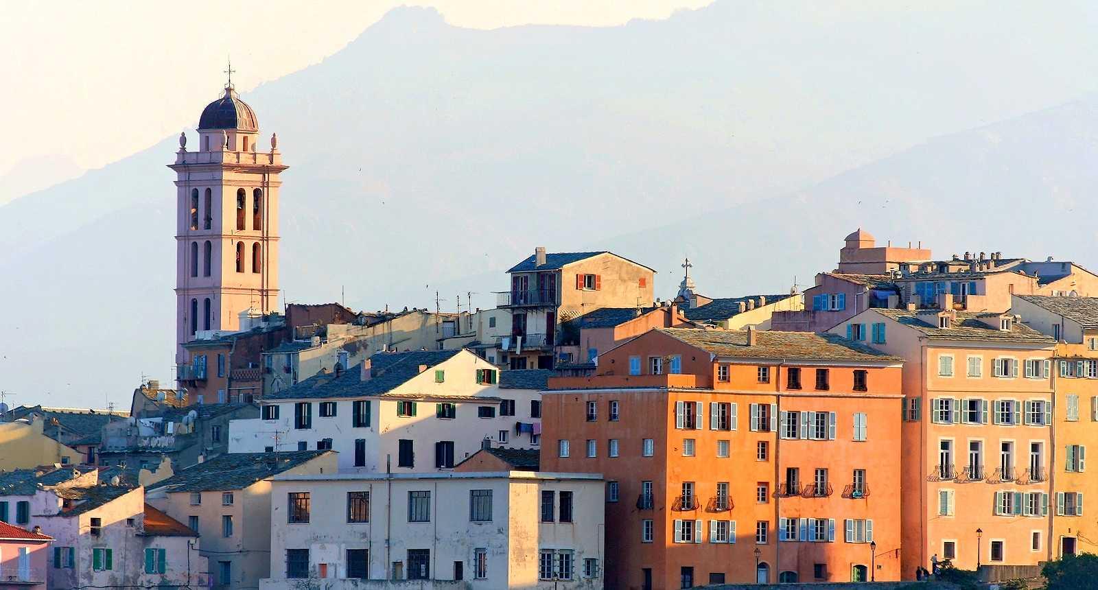 Visite de la ville de bastia s jour week end tourisme for Maison de la literie bastia