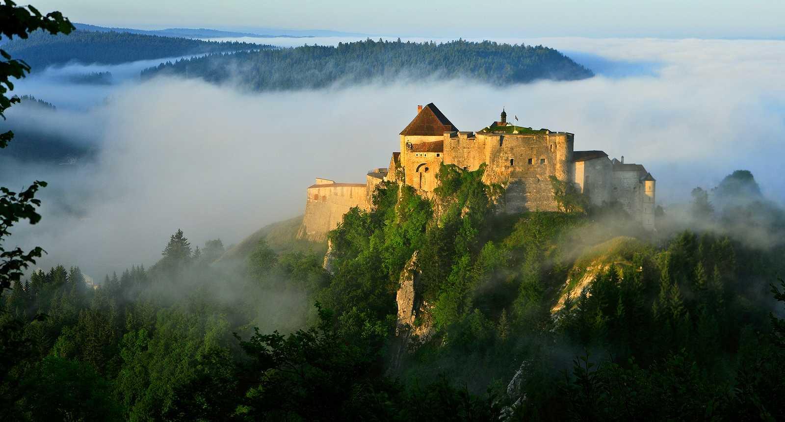 Le Château de Joux à La Cluse-et-Mijoux