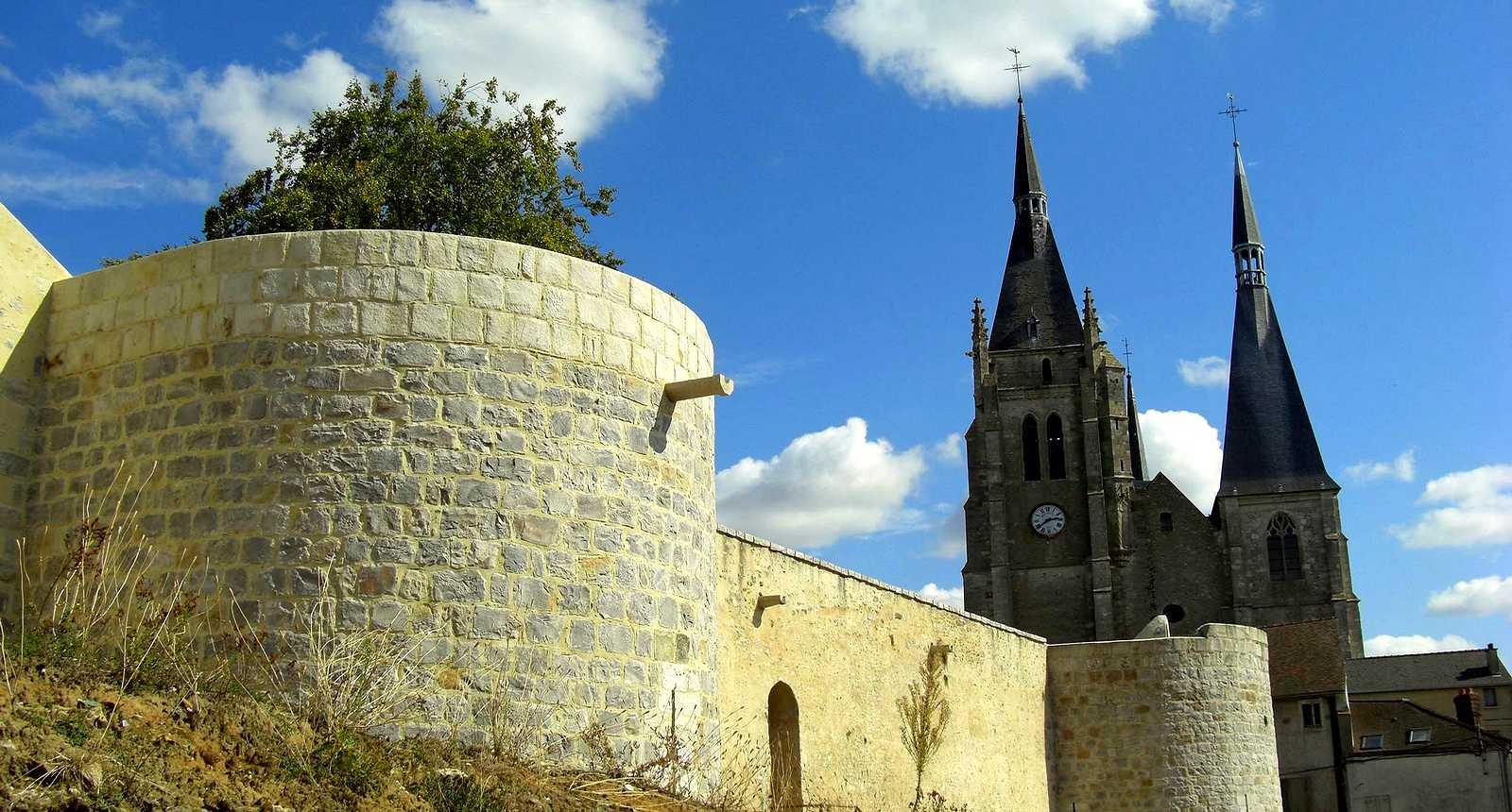 Le Château et l'église Saint-Germain-l'Auxerrois de Dourdan