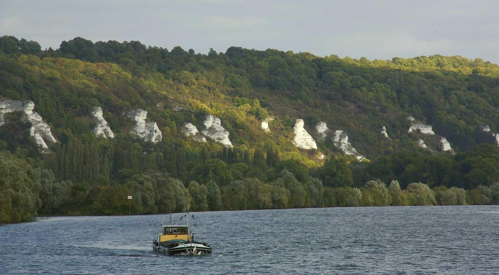 Vue sur la Seine et les falaises, près de La Roche-Guyon