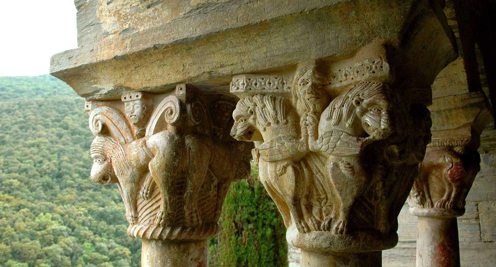 Détail des chapiteaux du Prieuré de Serrabone