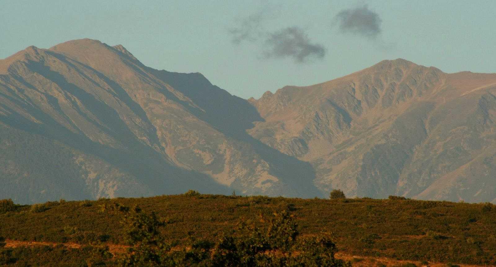 Le Pic du Canigou vu depuis le village de Thuir
