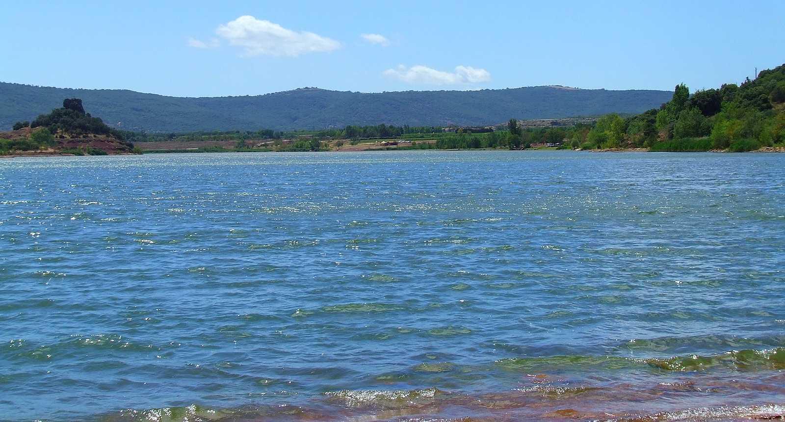 Sur les rives du Lac de Salagou