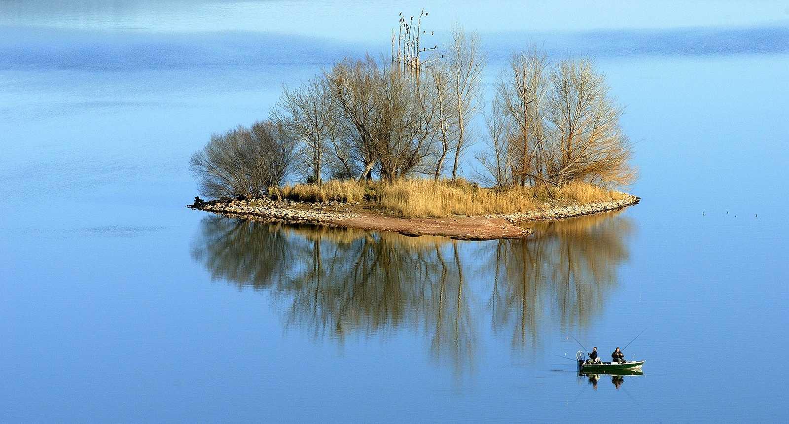 Pêcheurs sur le Lac du Salagou