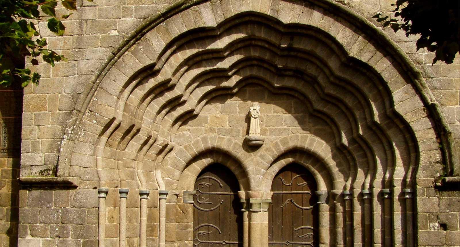 Le portail de la Collégiale Saint-Pierre-du-Dorat
