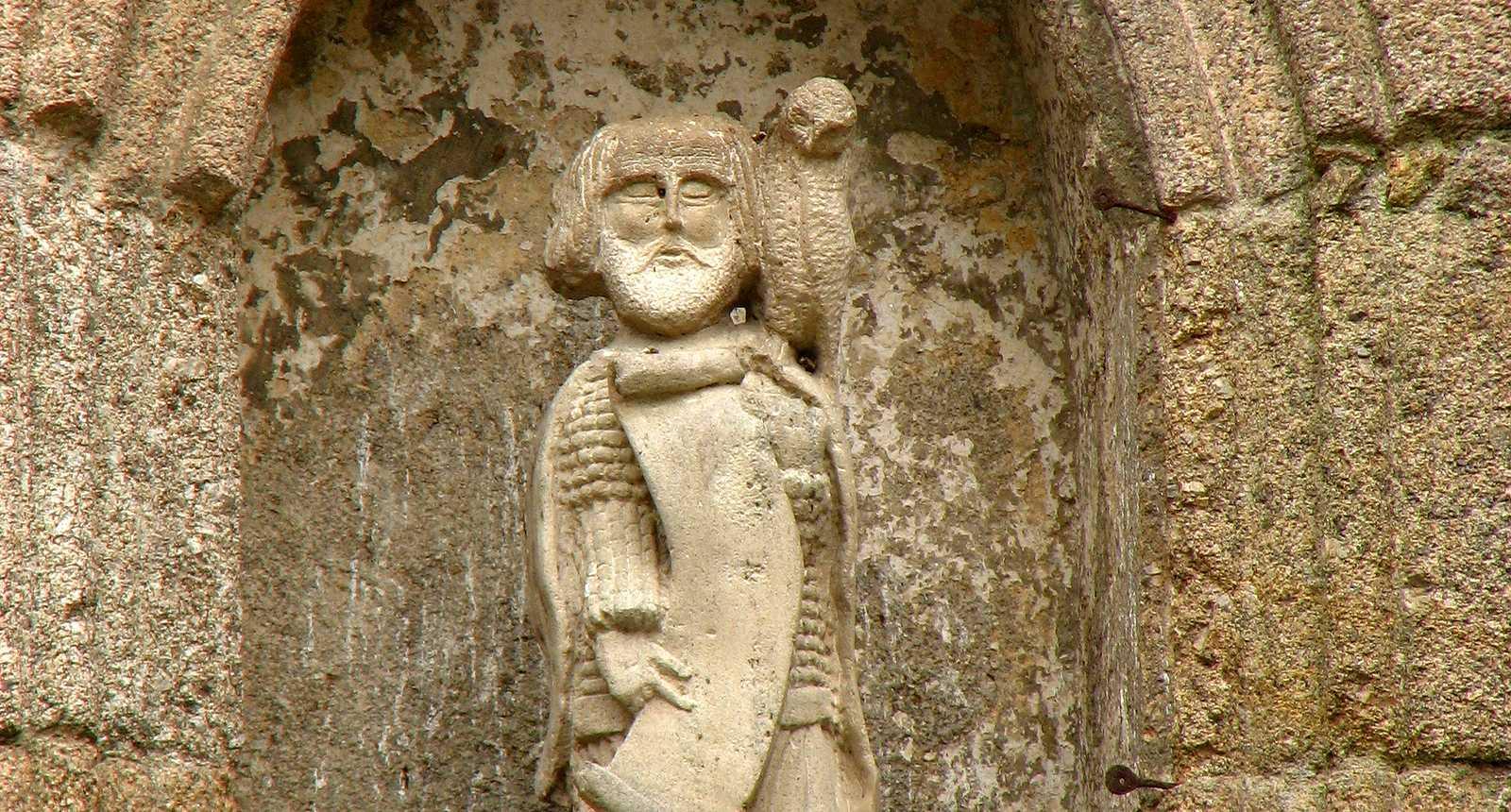 Statue au-dessus de la Porte Saint-Jean à La Souterraine