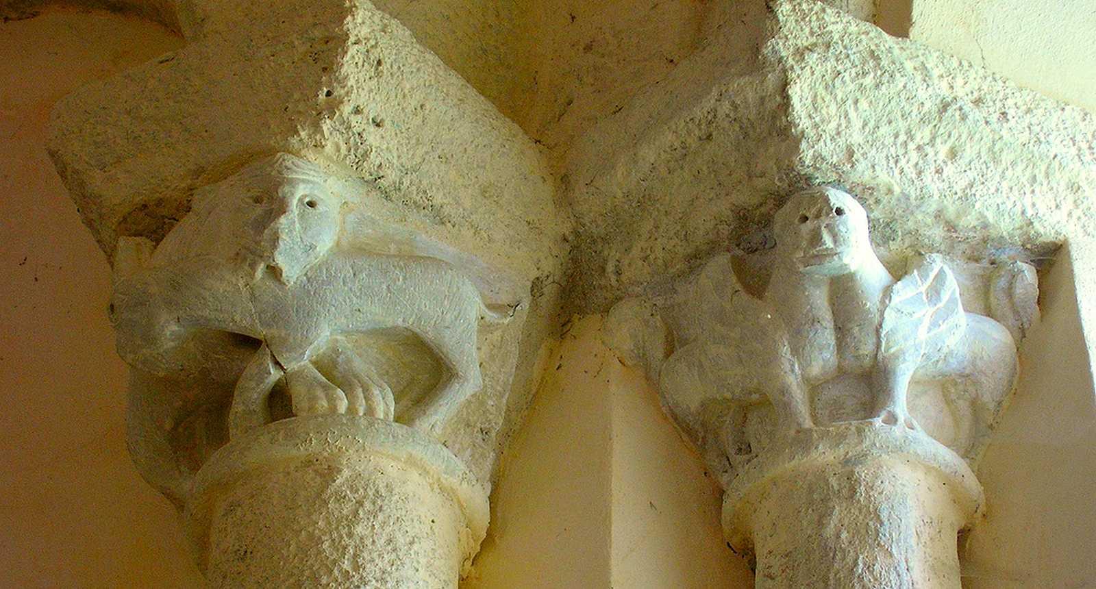 Chapiteaux de l'église Saint-Pardoux d'Arnac-Pompadour