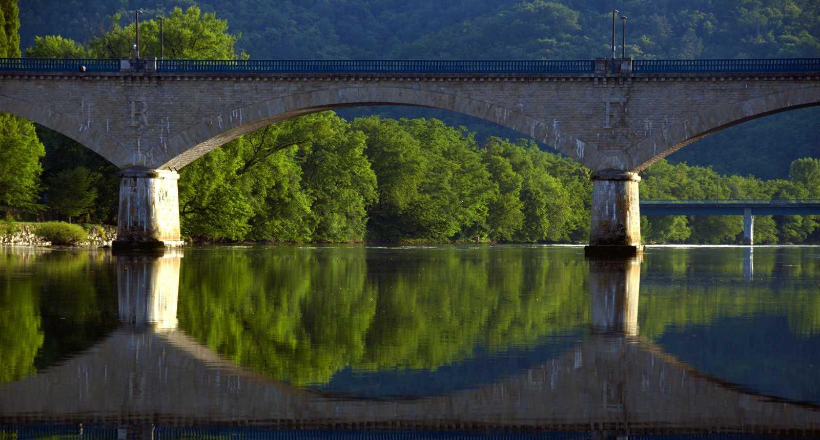 Pont sur la Dordogne à Argentat