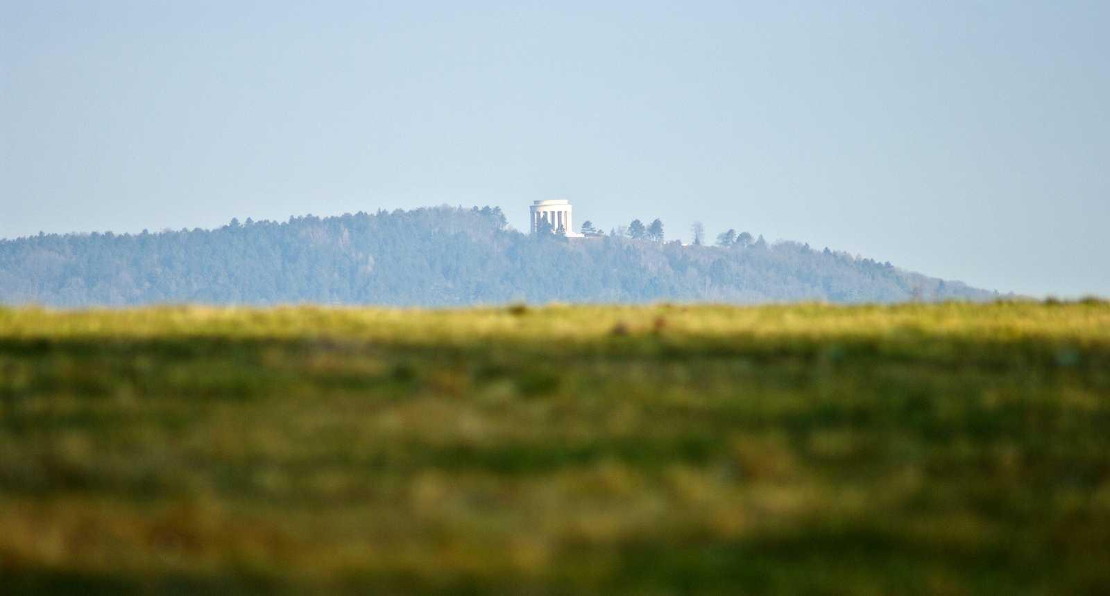 Vue sur la Butte de Montsec et son mémorial américain