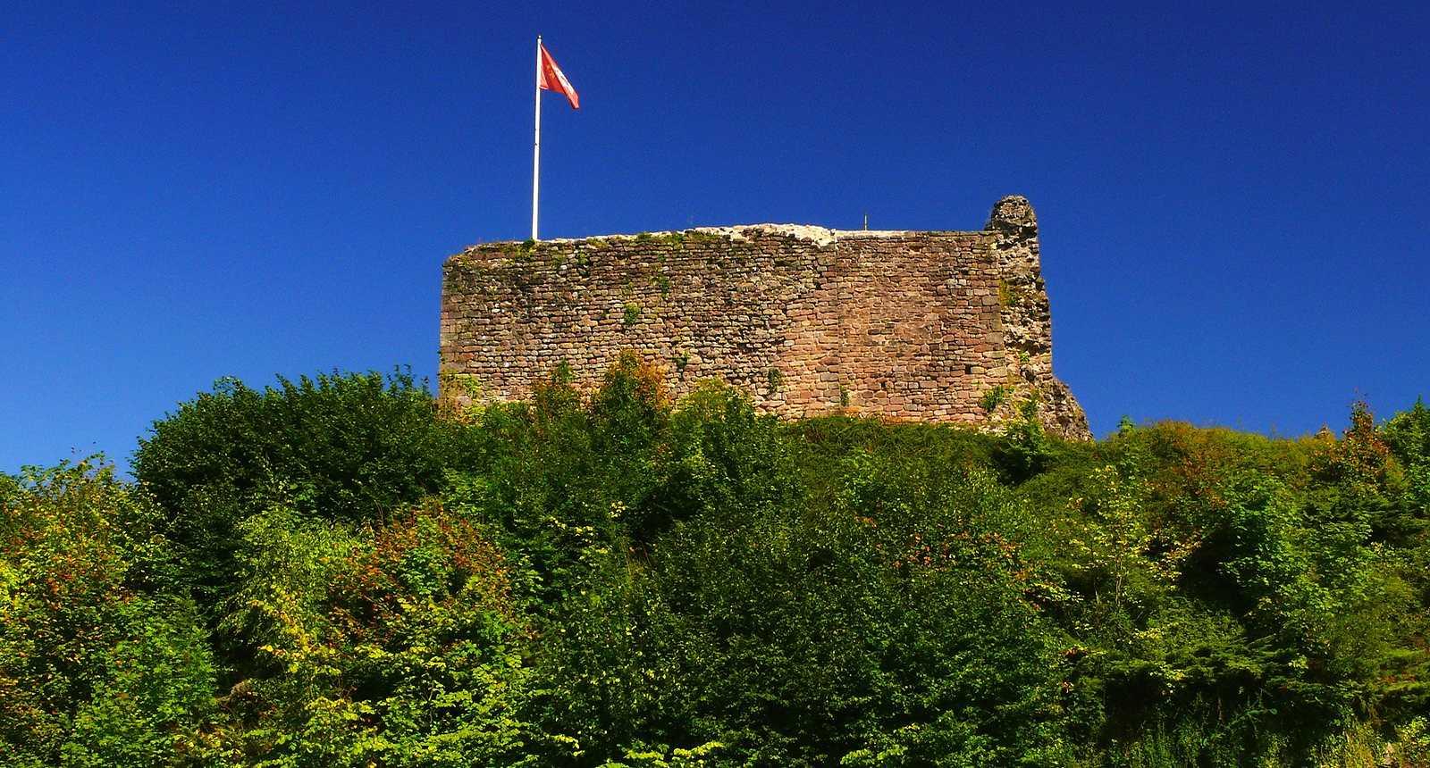 Tour en ruines du Château d'Epinal