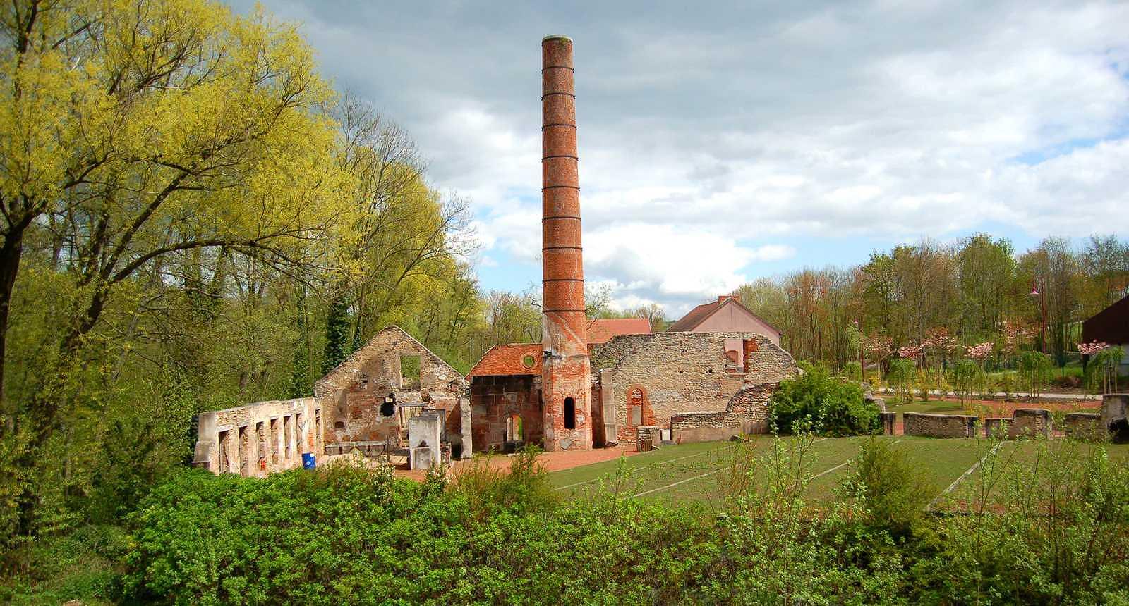 Une ancienne usine de faïencerie, devenue le Jardin des Faïenciers