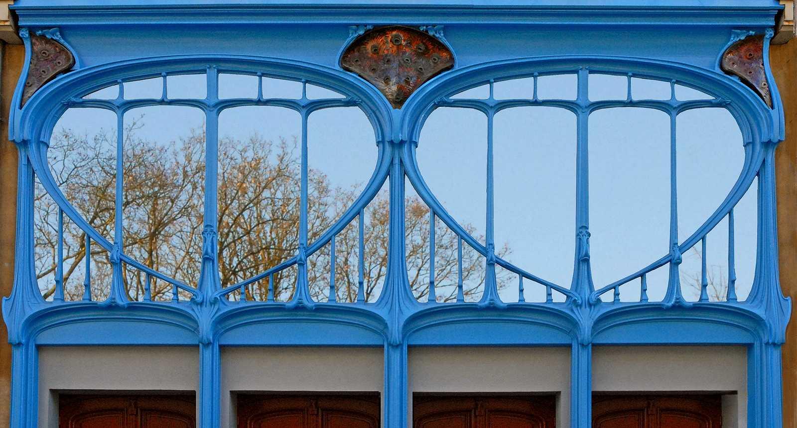 Détail de la façade Art nouveau du Magasin Vaxelaire à Nancy (1)