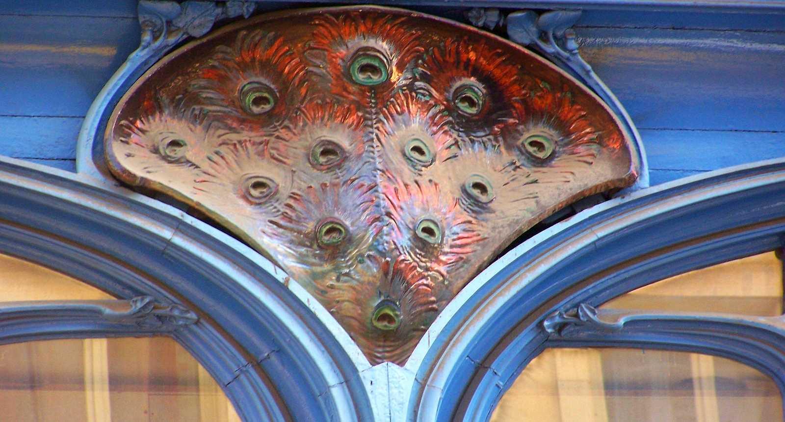 Détail de la façade Art nouveau du Magasin Vaxelaire à Nancy
