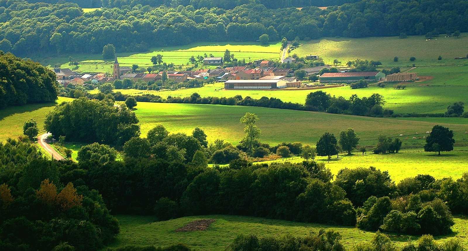 Le village de Chauvency vu depuis les fortifications Vauban de Montmédy