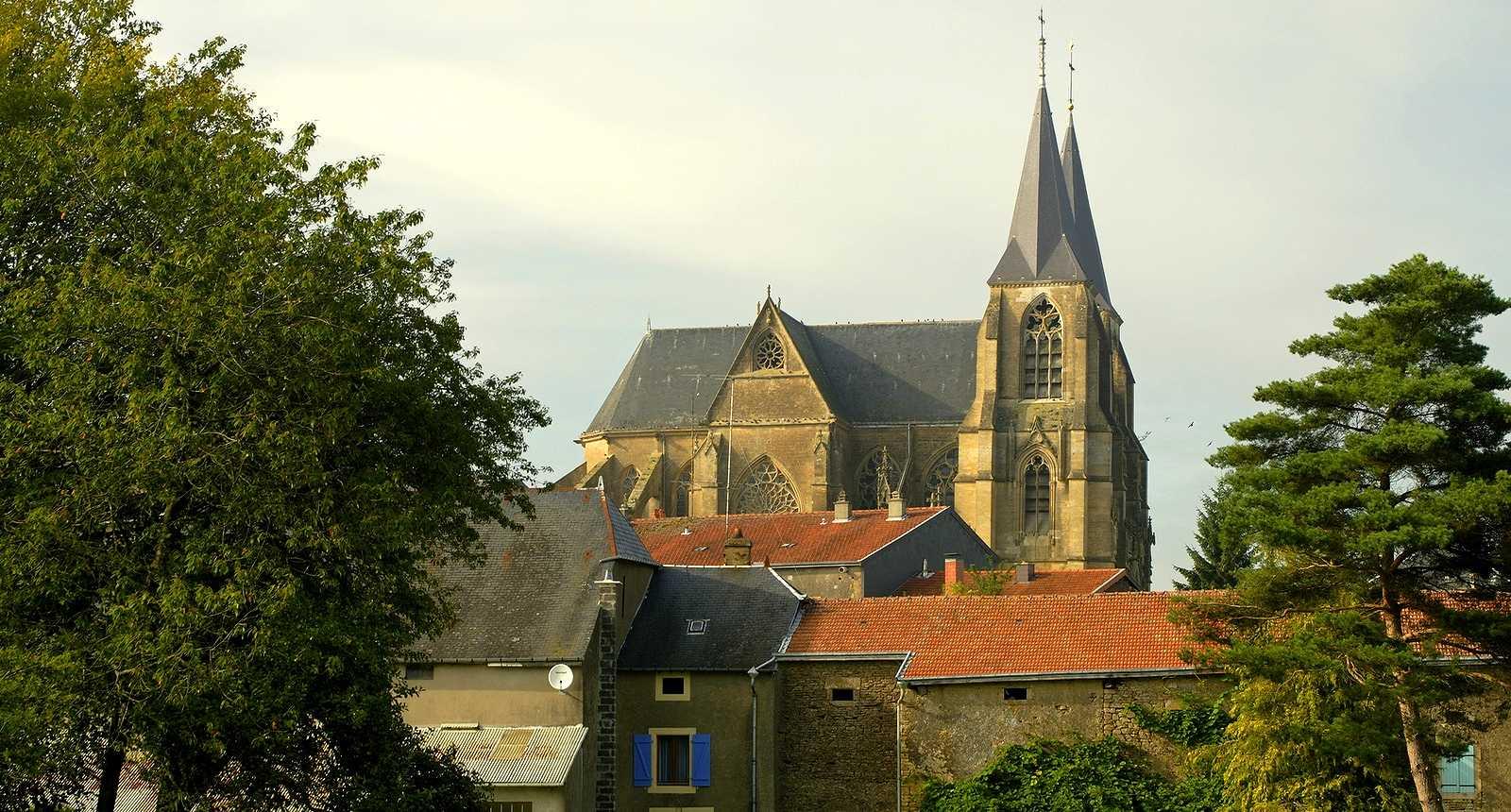 Le village et l'église Notre-Dame d'Avioth
