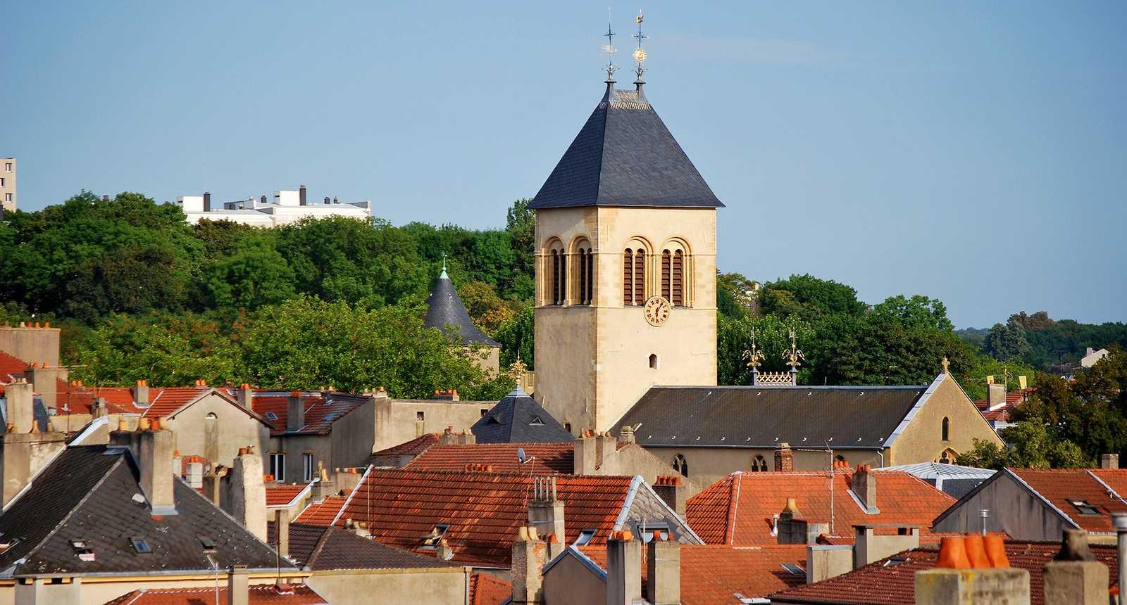 Les toits et l'église Saint-Eucaire de Metz