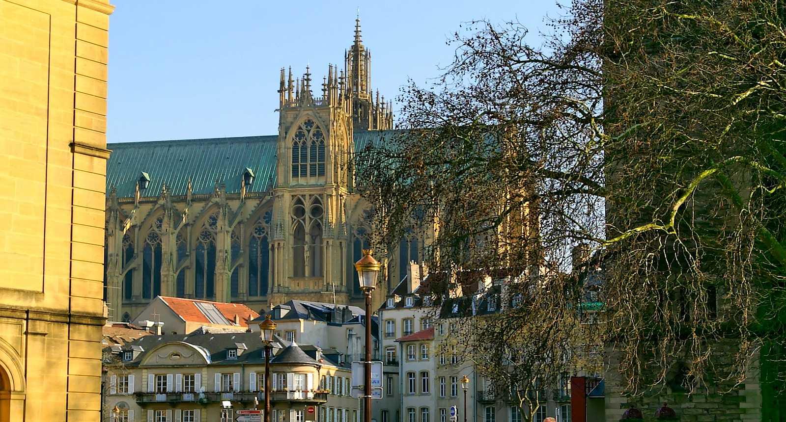La Cathédrale Saint-Etienne de Metz vue depuis le Pont des Roches