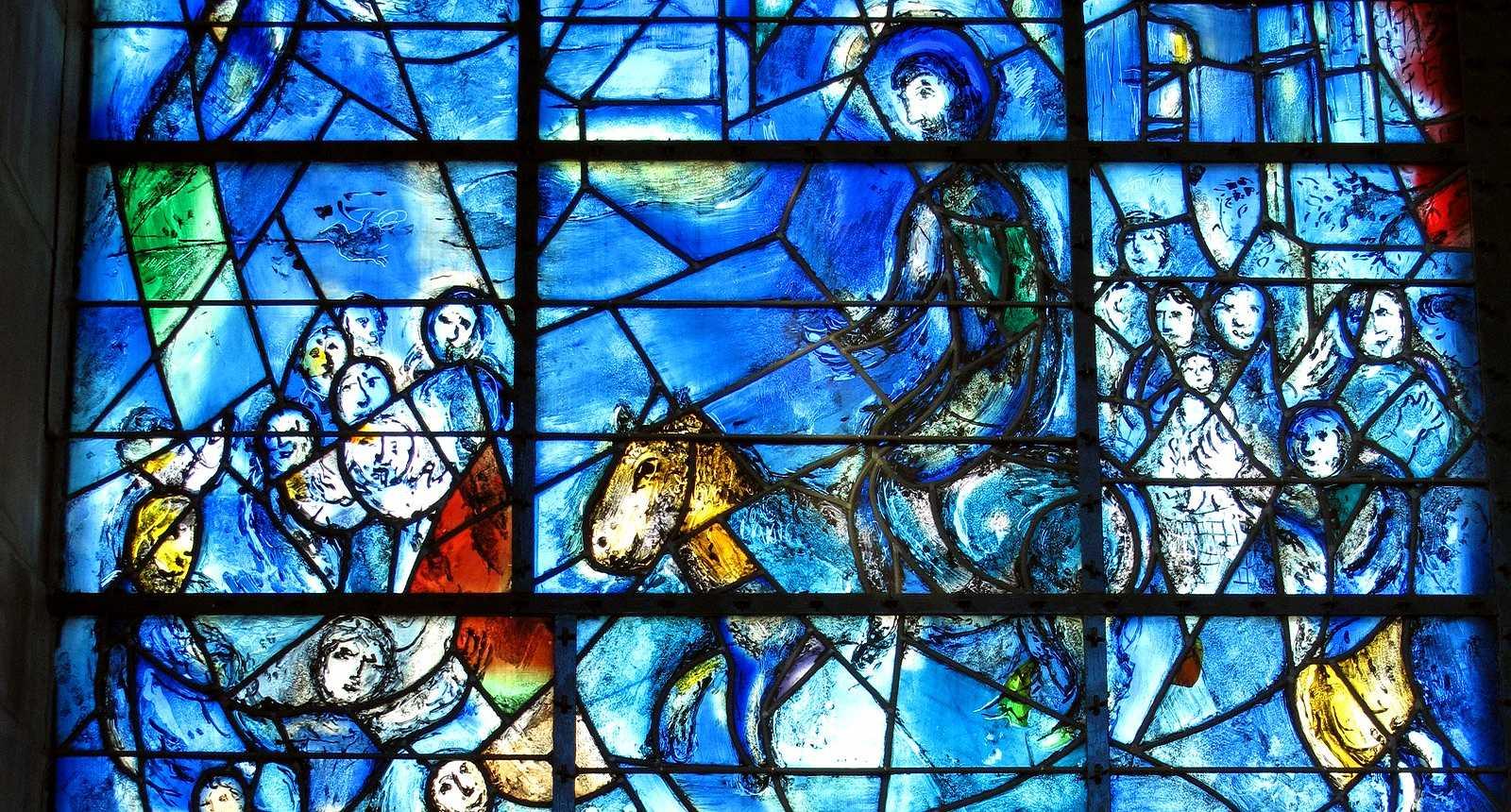 Photo Le Vitrail de Chagall au coeur de la Chapelle des ... Chagall Bijbel