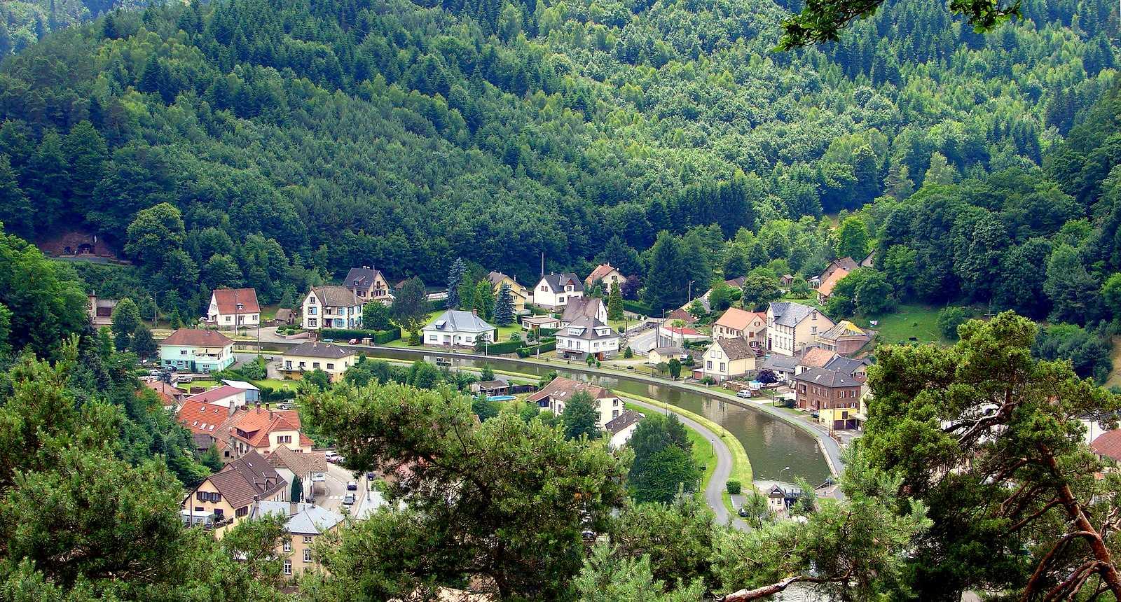 Vue sur la ville de Lutzelbourg