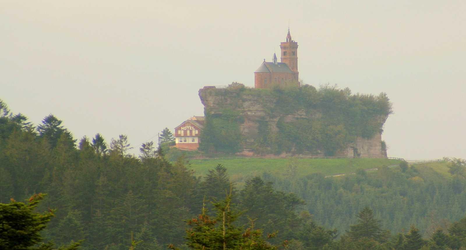 Le Rocher de Dabo et la Chapelle Saint-Léon