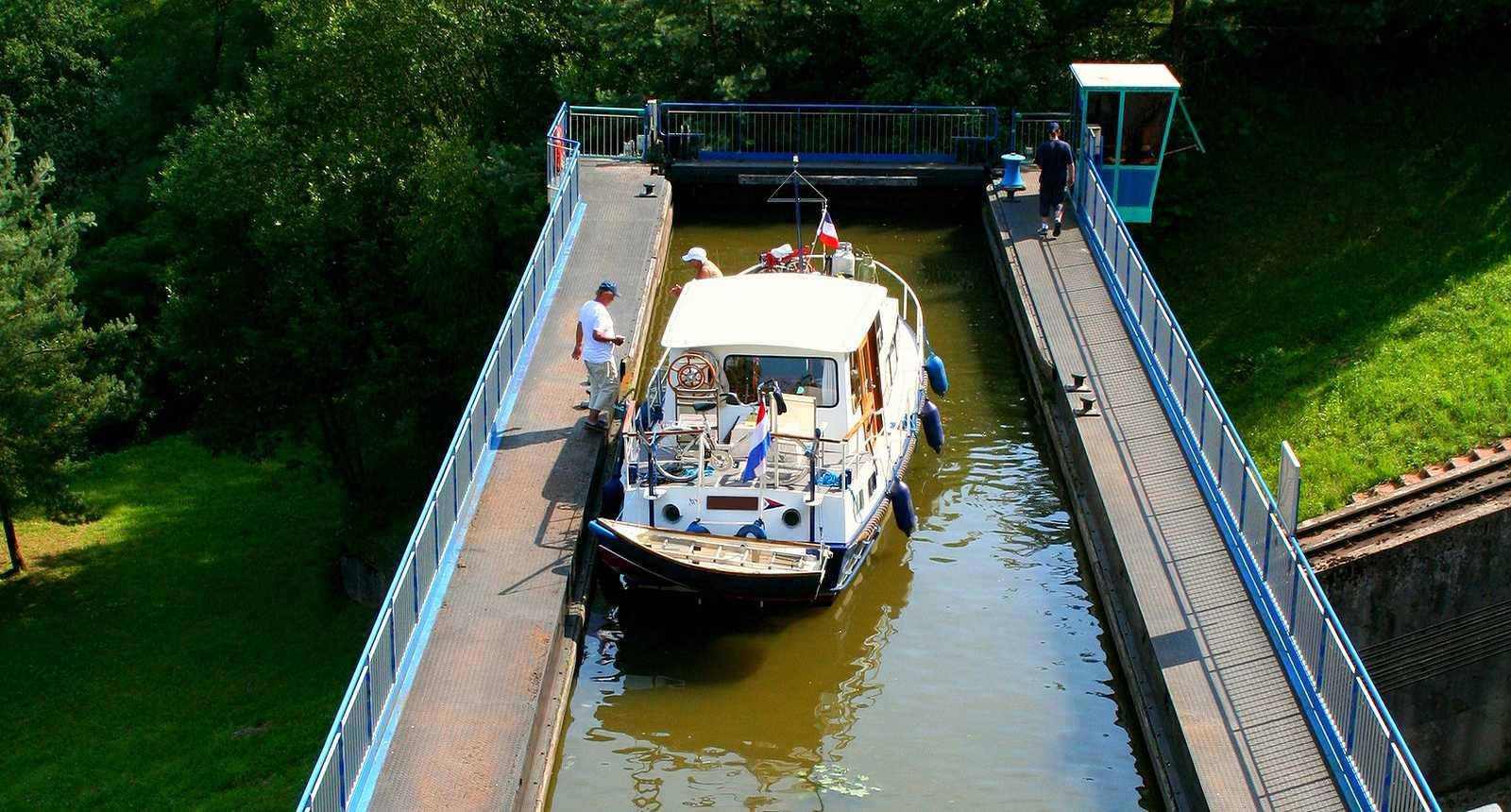 L'écluse Freycinet d'Arzviller sur le Canal de la Marne au Rhin
