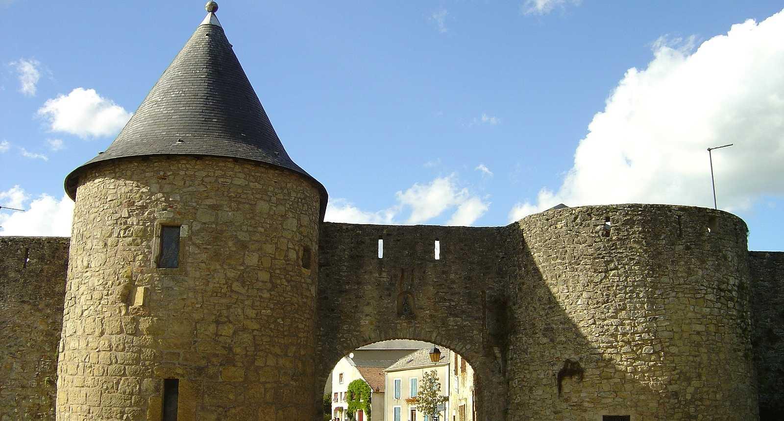 Les remparts et la porte de Rodemack