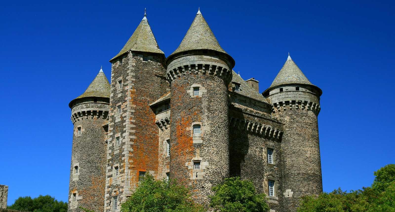 Le Château du Bousquet, entre Laguiole et Entraygues