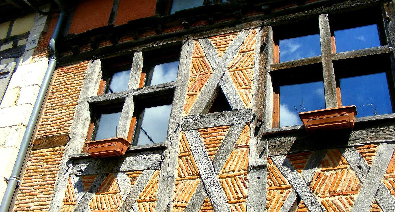 Détail d'une façade de La Bastide D'Armagnac