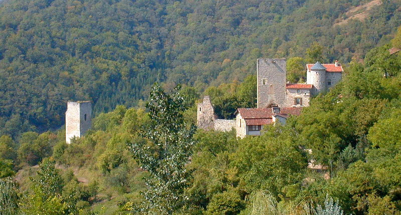 Vue sur le village de Peyrusse-le-Roc
