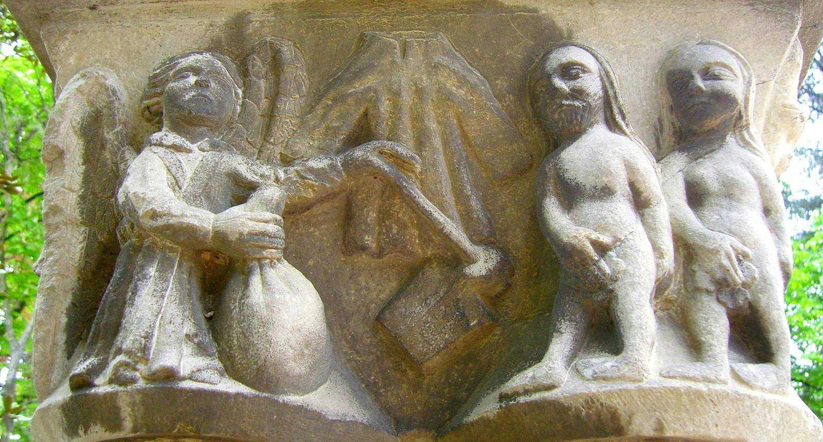 """Chapiteau """"Adam et Eve"""" du cloître Saint-Sever au Jardin Massey de Tarbes"""