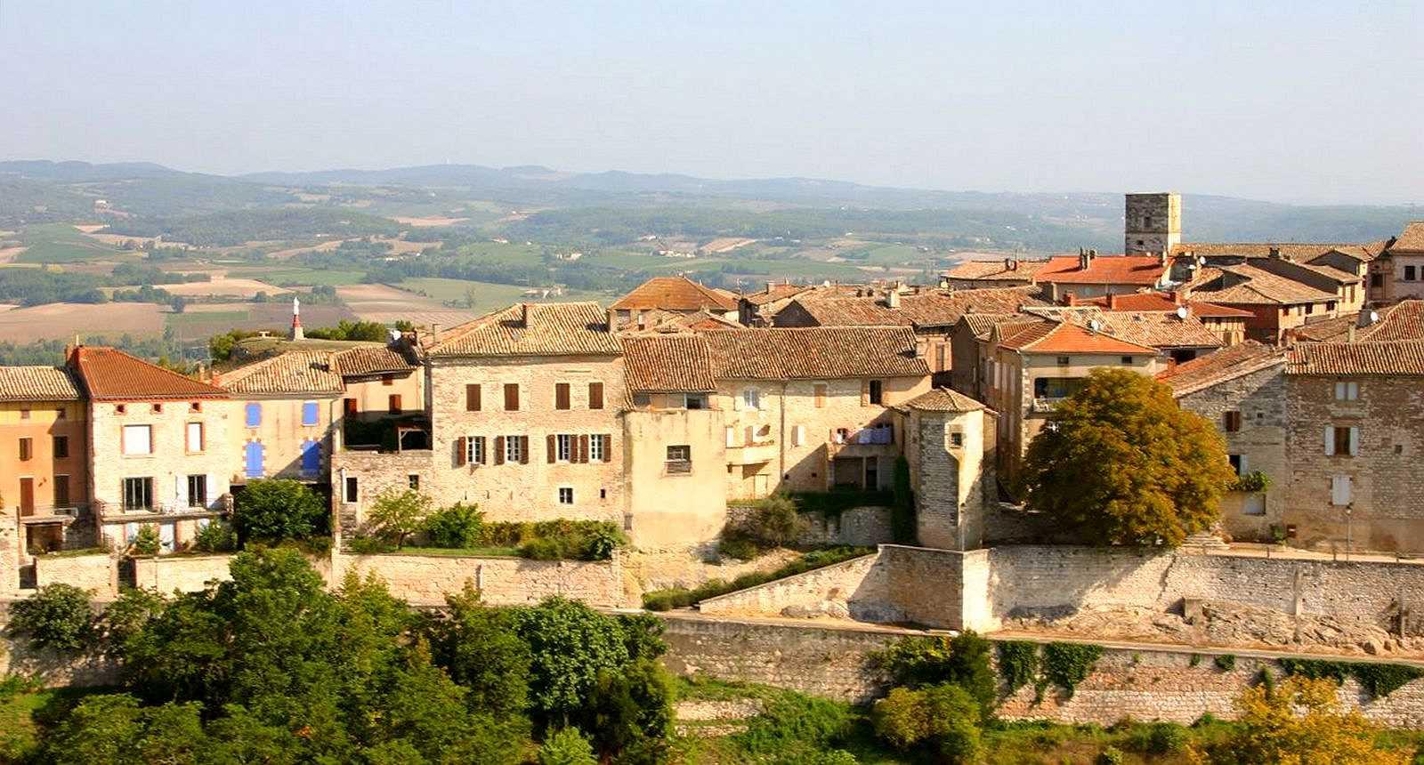 Le village de Castelnau de Montmiral