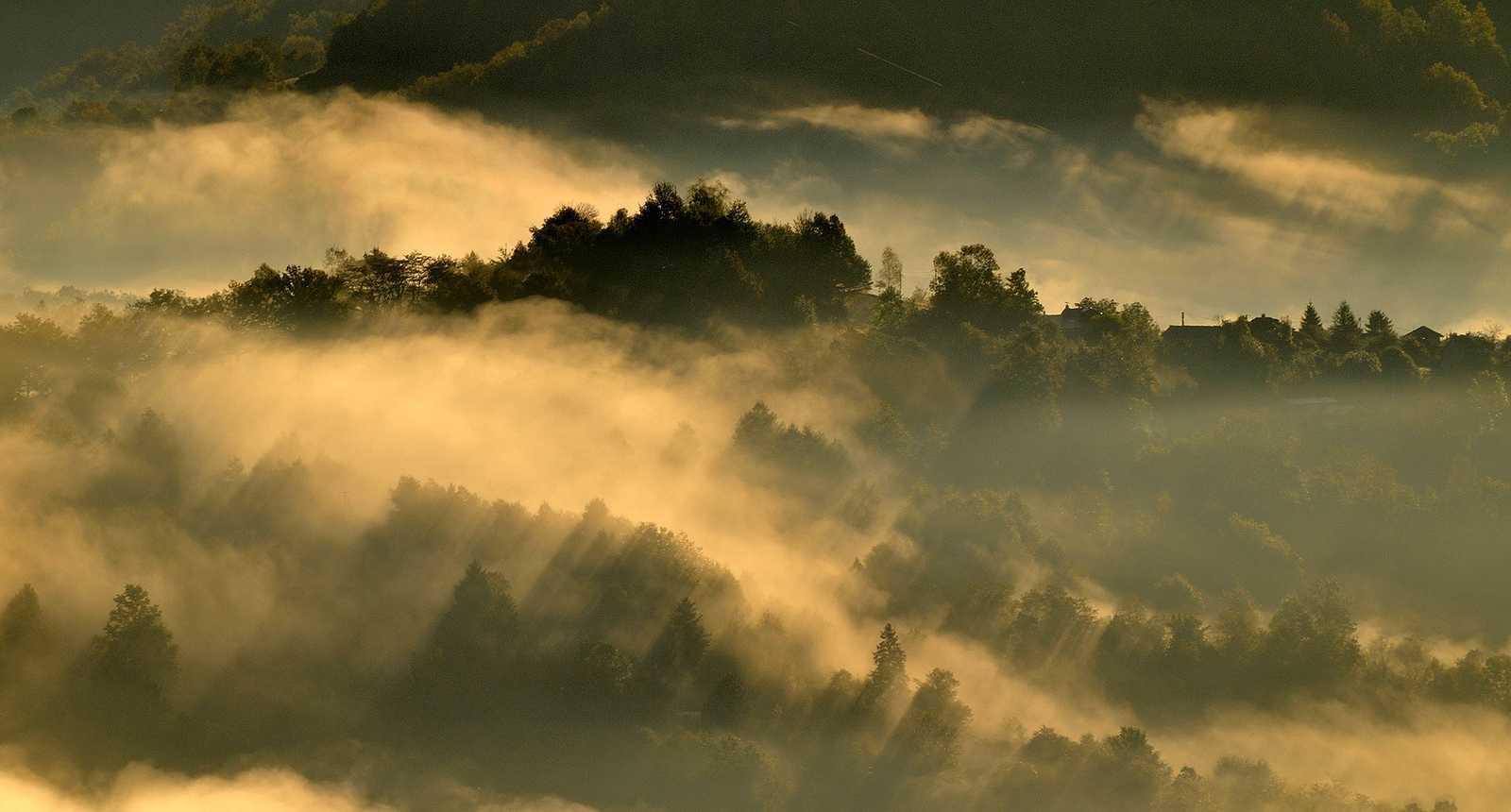 Brumes matinales sur le paysage de Seix