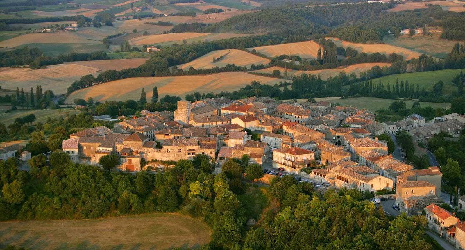 Vue sur le village de Castelnau-de-Montmiral