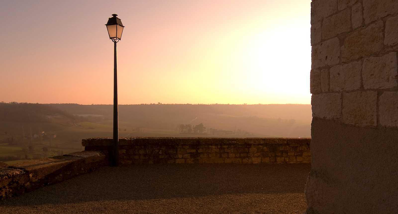 Belle lumière sur Castelnau-de-Montmiral